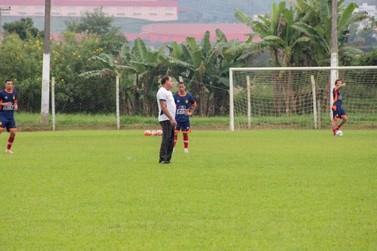 Sem folga no feriado, jogadores do Brusque trabalham no CT com foco no Boavista