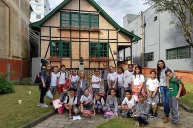 Mais de 800 estudantes visitam Museu Casa de Brusque