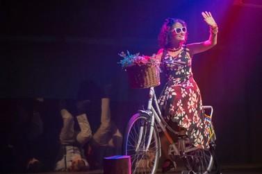 """""""Fanny, A Rainha da Cidade"""" encerra o 10º Festival de Inverno de Brusque"""