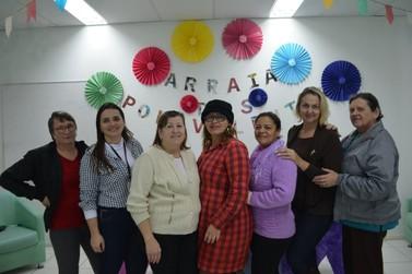 """Grupo de apoio """"Mulheres Polivalentes"""" auxilia vítimas de câncer de mama e colo"""