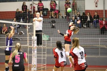 Voleibol feminino começa com Santa Rita e Maluche