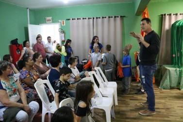 Escola de Ensino Fundamental Poço Fundo monta espaço para apresentações