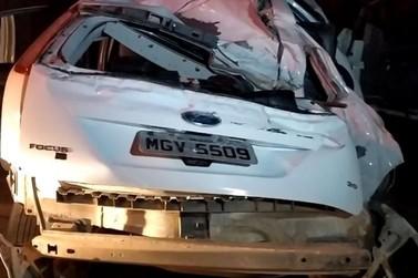 Jovem de 19 anos morre e dois ficam feridos em acidente na Ivo Silveira