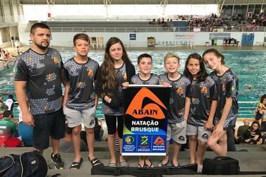 Nadadores de Brusque participam do Sul-brasileiro Mirim Petiz