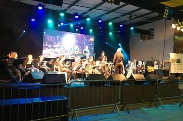 Big Band Brusque encerra atividades de 2019 com apresentação no teatro do CESCB