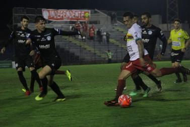 Com gol contra, Brusque perde para o Tubarão nas semifinais da Copa SC