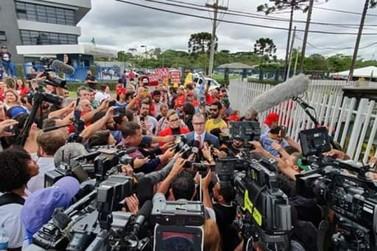 Juiz aceita pedido de soltura de Lula após decisão do STF