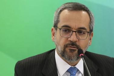 Ministro pede que estudantes tenham cuidado com fake news sobre Enem