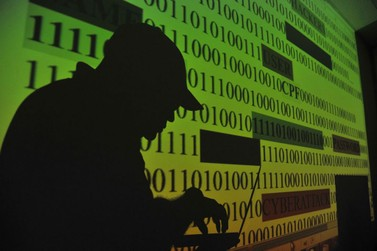 Proteção de dados deve ser regulada globalmente, diz historiador
