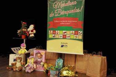 """CDL Brusque destina presentes da """"Maratona de Brinquedos"""" a projetos sociais"""