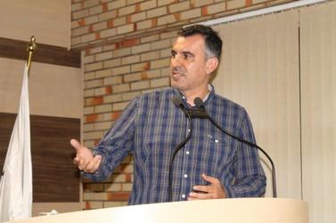 Vereador diz lamentar conduta arbitária de presidente interino da Câmara