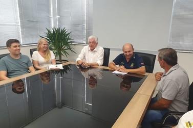 É assinada ordem de serviço para drenagem e pavimentação na rua Poço Fundo