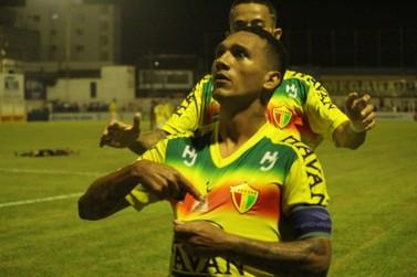 Em jogo de nove gols e três viradas, Brusque vence a primeira no Catarinense