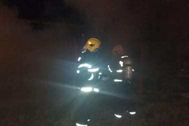 Fogo em entulho mobiliza Corpo de Bombeiros até fábrica do bairro Dom Joaquim
