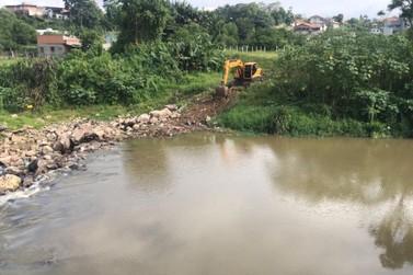 Represa do Guarani passa por limpeza pelo Samae