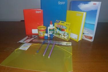 Sintricomb doa 1.500 kits de material escolar para estudantes da região