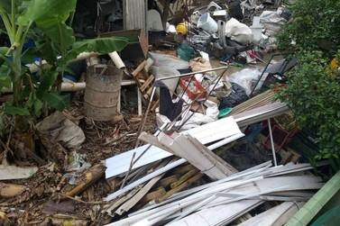Vigilância em Saúde interdita depósito de material reciclável em imóvel