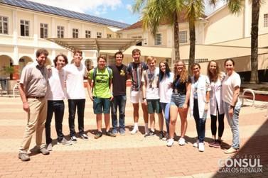 Grupo de intercambistas alemães é recebido por estudantes do Colégio Cônsul