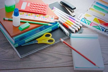 SINTRICOMB encerra distribuição de material escolar este ano