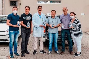 AmpeBr doa 135 litros de álcool gel para Secretaria de Saúde de Brusque
