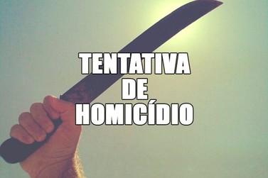 Dois homens atingem terceiro com facão, no Centro