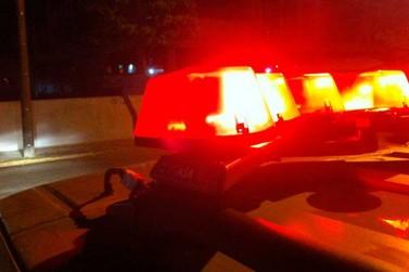 Homem é preso após agredir mulher, foge da DP e esfaqueia terceiro no Limoeiro