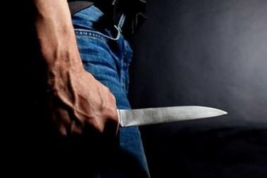 Homem esfaqueia amigo da ex-esposa, em supermercado de Brusque