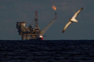 Preços do petróleo sobem com medidas para apoiar economia