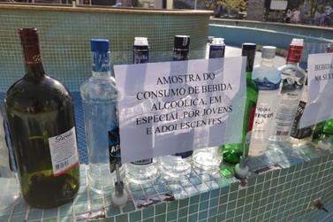 Protesto é realizado contra consumo de bebidas na praça Sesquicentenario