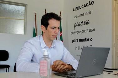 Jair Bolsonaro escolhe Renato Feder para ser ministro da Educação