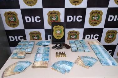 Operação policial resulta em arma e R$ 200 mil apreendidos em Brusque