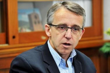 """Prefeito de Blumenau diz que governador foi """"fraco"""" em novo decreto"""