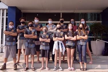 Atletas da Natação/FME Brusque participam de desafio online de natação