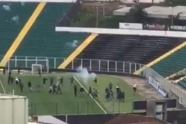 Brusque emite nota de repúdio contra invasão em treino do Figueirense