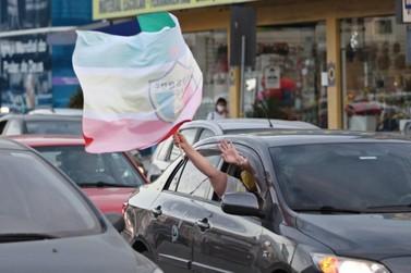 Brusque realizará drive-thru para distribuir bandeiras aos torcedores