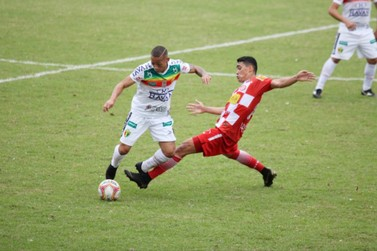 Brusque vence o Tombense e segue na liderança do Grupo B