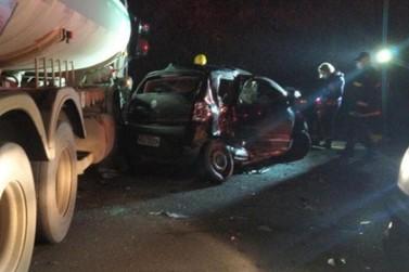 Colisão envolvendo caminhão tanque deixa dois mortos e um ferido, em Blumenau