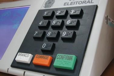 Eleitores só poderão votar usando máscara e higienizando as mãos, diz TSE