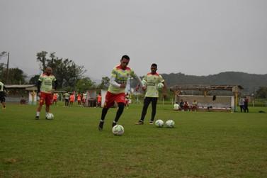 Jersinho relaciona 23 atletas para confronto com o Ceará; veja lista