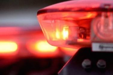 Rapaz de 19 anos se fere após colisão entre moto e carro, no São Pedro
