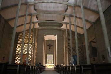 Saiba como e quando ocorrem as adorações com jovens na Igreja Matriz