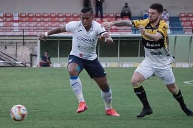 Sem 17 atletas e com goleiro na linha, São Bento arranca empate com o Criciúma