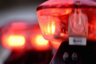 Homem ameaça filha de oito anos com martelo no Primeiro de Maio
