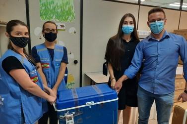 Doses da Coronavac estão chegando em Brusque; vacinação começa às 16h