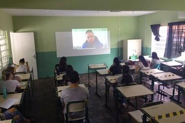 Profissionais da educação se preparam para o retorno das aulas em Brusque