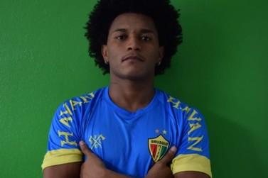 Brusque anuncia contratação de jovem lateral-direito Vivico