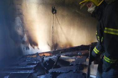 Incêndio atinge casa no Thomás Coelho