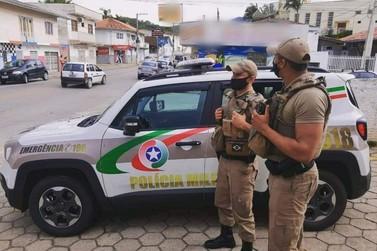 Policial é vítima de injúria racial durante atendimento de ocorrência em Brusque