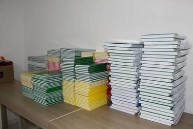 SINTRICOMB entrega mais de 500 kits de material escolar em um mês