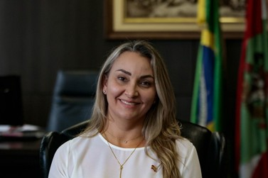 Com afastamento de Moisés, Daniela Reinehr assume governo de SC
